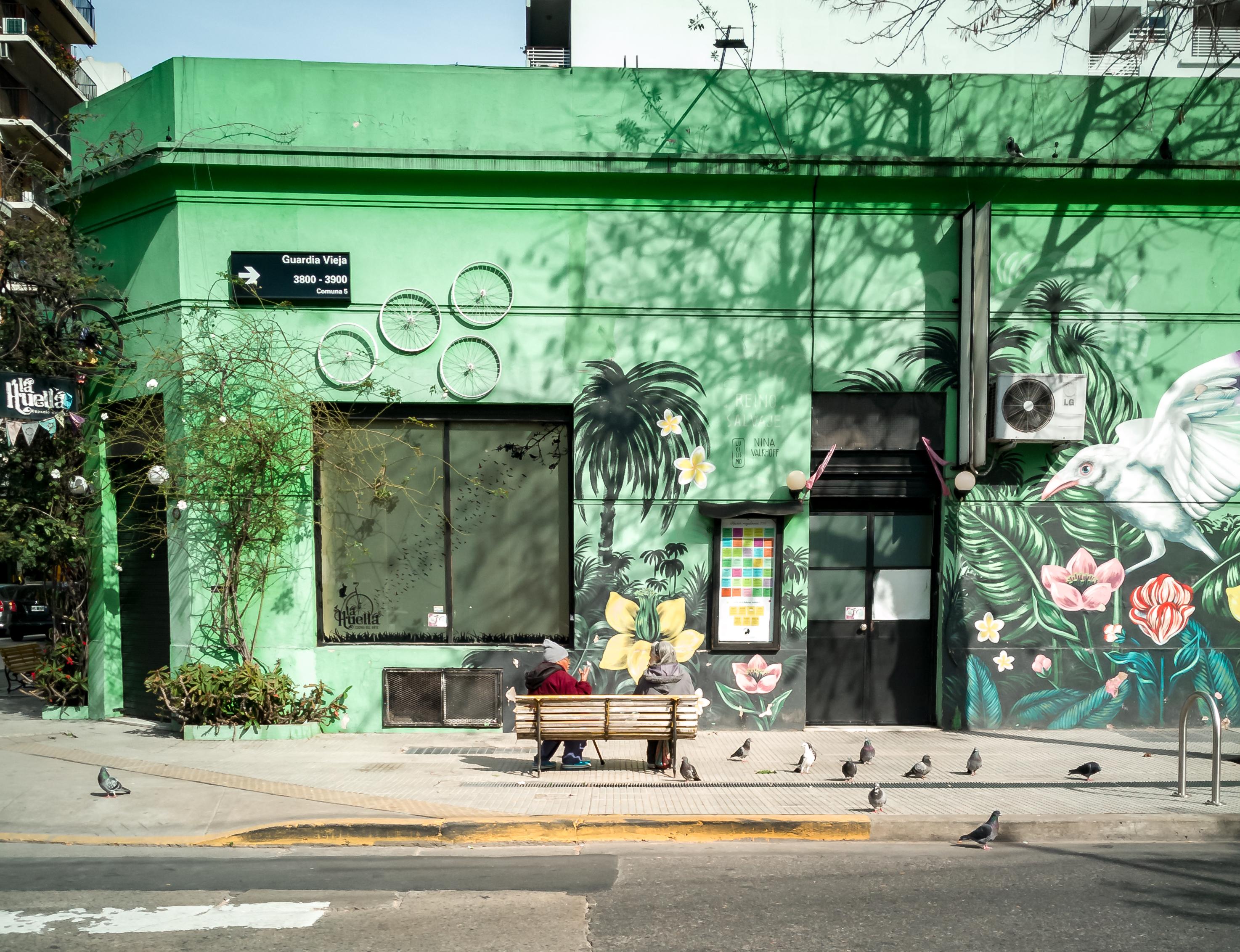 Mural y banco